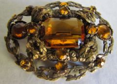 Photo for Czech Art Deco Amber Glass & Gilt Metal Brooch